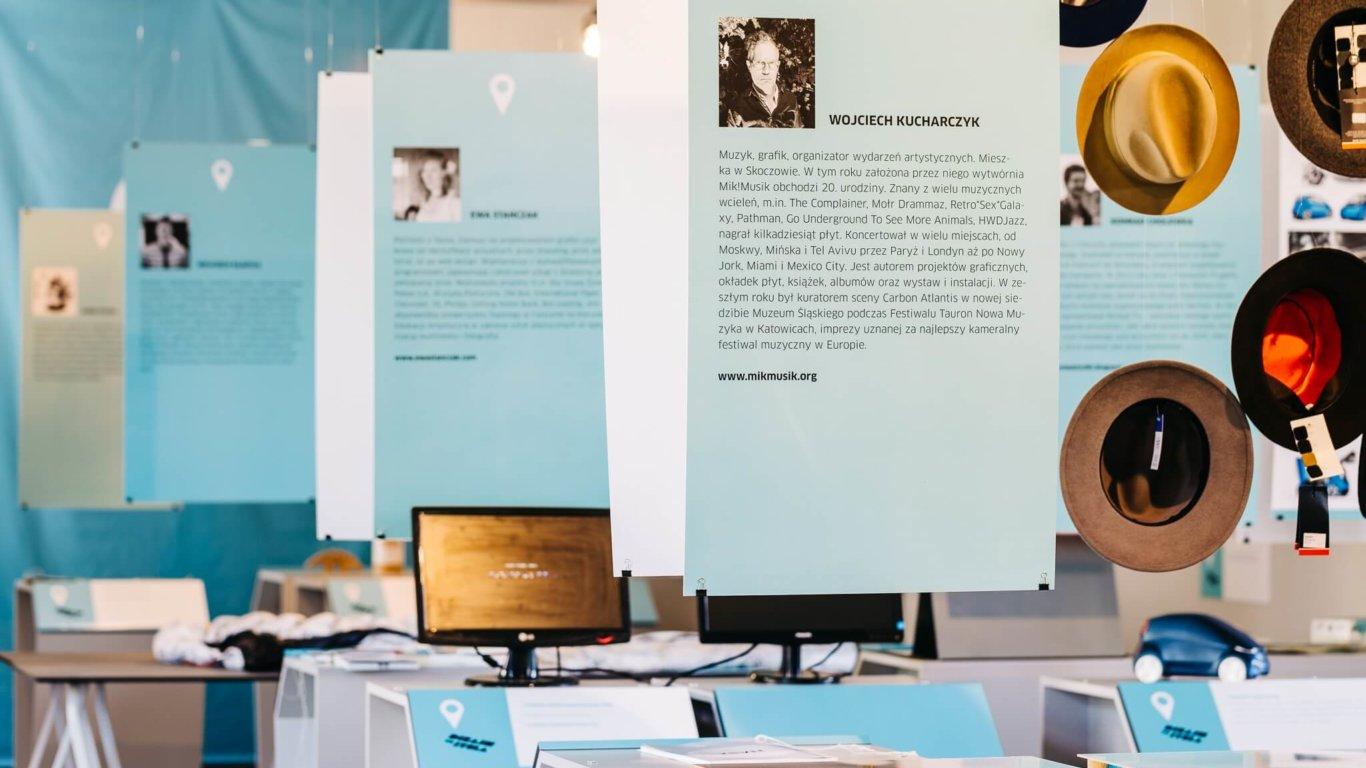 """Promocja kultury i designu to jedno z zadań Zamku Cieszyn. Na fotografii wystawa """"Dizajn tuStela"""" promująca śląskich projektantów, fot. Rafał Soliński"""